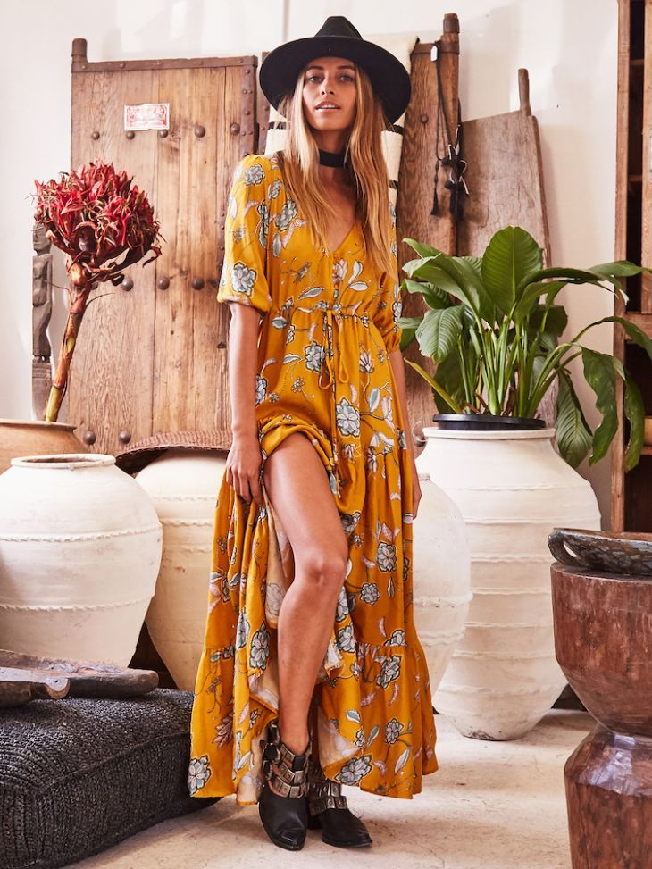 Explore colourful Bombay in our Moon Dance Maxi Dress! This relaxed style means you can wander freely and the little details such as the buttons and slit make sure you won't get too hot. Wear yours with tan gladiator sandals and a cross-body bag!