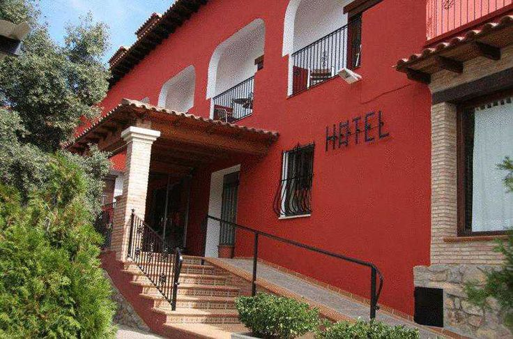 Información sobre  Hotel La Rueda  en Mora de Rubielos Está en nuestra selección para Mora de Rubielos. El Hotel La Rueda se encuentra en Mora de Rubielos, en la zona de Gúdar-Javalambre de la provincia de Teruel. Ofrece piscinas cubiertas y al aire libre y habitaciones con balcón ...