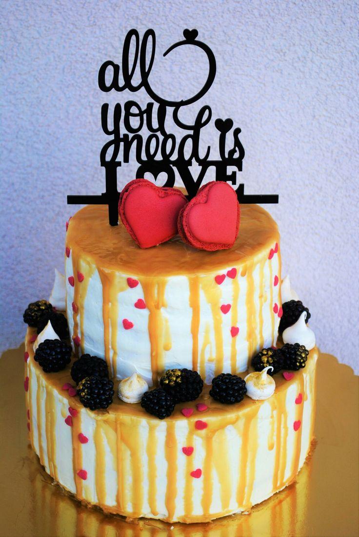 Gold white drip cake