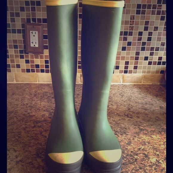 Flash SaleAmerican Eagle Outfitter Rain Boots Gently used / minimal visible wear American Eagle Outfitters Shoes Winter & Rain Boots