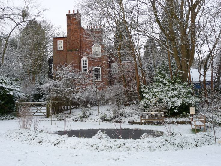 Garden in the snow Lucy Cavendish College http://www.lucy-cav.cam.ac.uk/conferences/