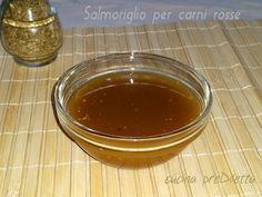 """Il salmoriglio o, come si dice in dialetto, """"u salamurigghiu"""", è una salsa, a base di olio extravergine d' oliva e aceto o limone, molto utilizzata nella cucina siciliana."""