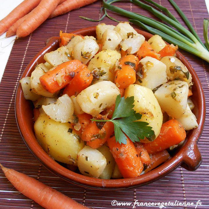 Le navarin est un plat appelant des légumes printaniers tels que le navet,  la carotte, la pomme de terre, parfois l'oignon, les petits pois.  Généralement, les carottes et les navets sont coupés en tronçons et les  patates, cuites entières, sont de petit calibre, de même que les oignons.  Ce