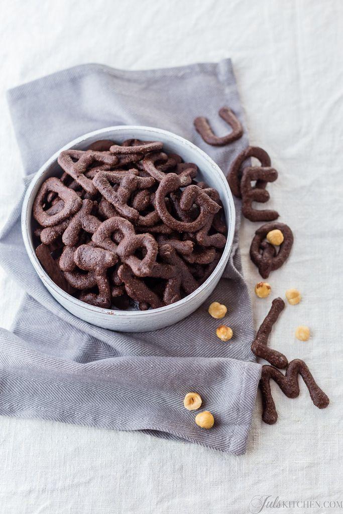 i quaresimali sono biscotti fatti di albumi, zucchero e farina, con l'aggiunta di nocciole e cacao, scorza di arancia, e, talvolta, un pizzico di cannella.