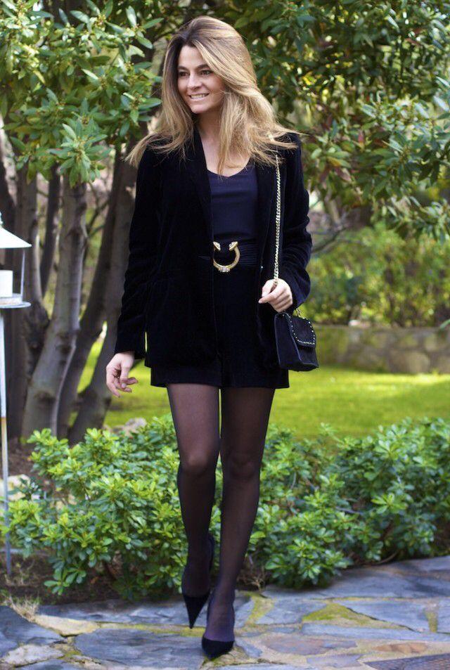 Fashion and Style Blog / Blog de Moda . Post: Shorts , jacket and shoes made of velvet / Shorts , chaqueta y Zapatos de terciopelo .More pictures on/ Más fotos en : http://www.ohmylooks.com .Llevo/I wear : Shorts: Mango ; Jacket / Chaqueta ; Bag / Bolso : Zara ; Shoes / Zapatos : El Corte Ingles