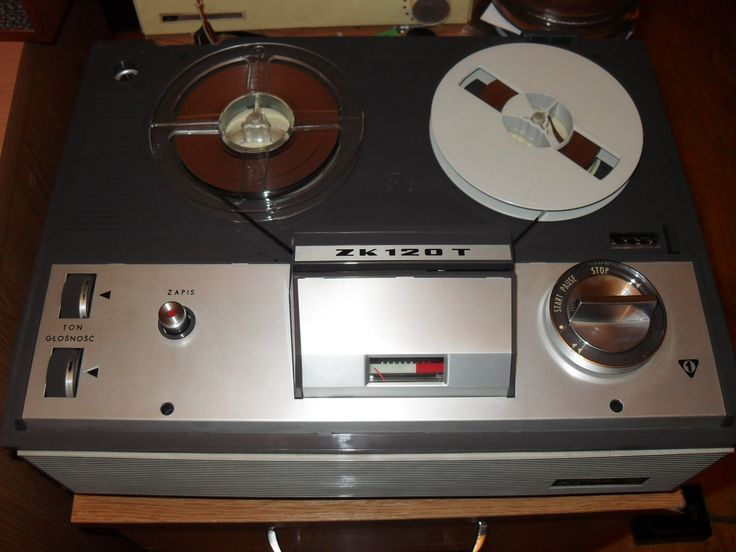 Unitra ZK-120T. Made in Poland, under license by Grundig. The original model is Grundig TK-120 de Luxe.