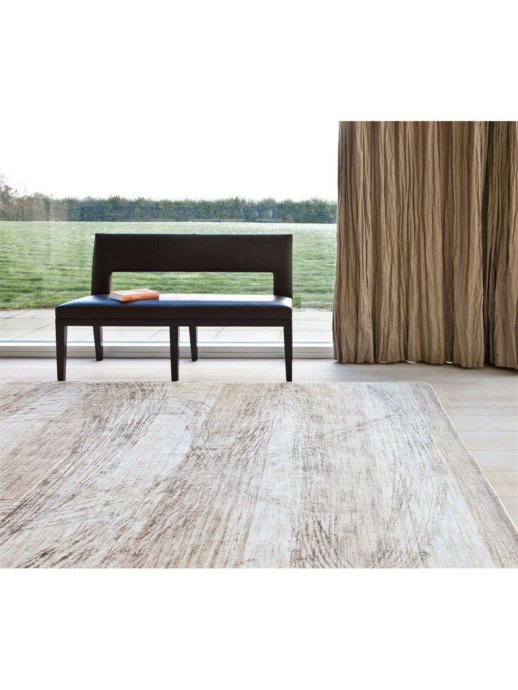 SILENCE - Absolute Stille.  Die harmonischen Farben und ruhigen Muster dieser Kollektion lassen viel Raum für Interpretationen. Ob die Stille der Wüste oder das leise Rauschen eines Wasserfalls, lassen Sie ihre Gedanken fernab der Zivilisation schweifen. Dieser handgewebte Teppich besteht aus Viskosefasern die aus reinem Bambus hergestellt wurden.