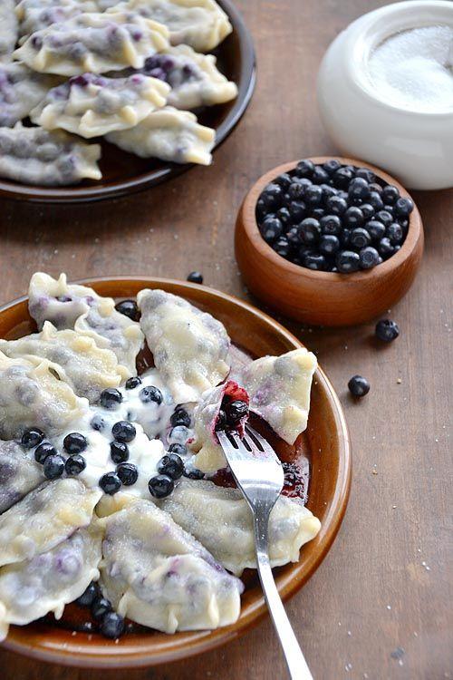 z Chaty Na Końcu Wsi - blog kulinarny. Przepisy, fotografia kulinarna.: PIEROGI Z JAGODAMI