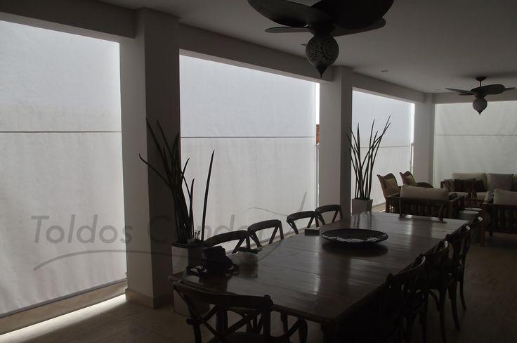 Toldo Retrátil e Cortina Alto de Pinheiros, instalados em uma área de confraternização para proteção da chuva e sol. Os toldos contam com sua estrutura em..