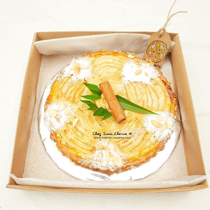 Apple frangipane pie freshly baked right before delivery almond sable frangipane creme sliced apples & homemade apple jelly decorated with cinnamon bark and homegrown pandan leaf  As artisan producer we use the most cost effective and environment friendly packaging. We only use biodegradable natural paper box which can be recycled for other purposes. Please re use it afterward! Bon appetite and thank you  Pie apel dengan krim almond salah satu produk pastry favorit pelanggan kami yang…
