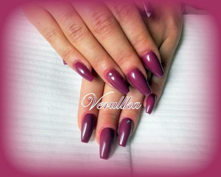 Elegant purple gel nails