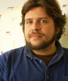 Gonzalo Palma es Licenciado en Artes Musicales y pedagogo. Fue alumno de piano clásico desde los doce años e hizo estudios de piano en Cuba.
