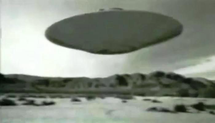 Vi extraterrestres e o OVNI de Roswell na Área 51 diz agente da CIA