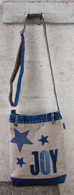 Bag made of linen and recycled jeans.