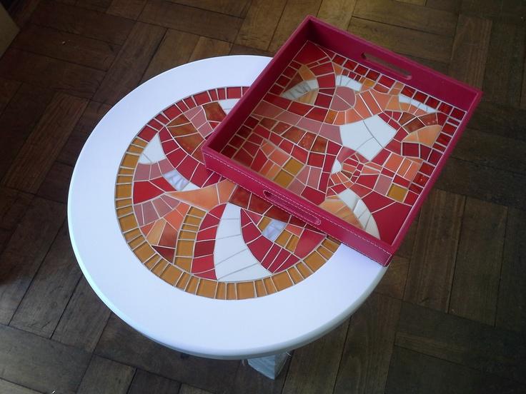 Mesa de madera lacada con bandeja de cuero.... un moderno regalo de matrimonio !  www.katytrujillo.cl