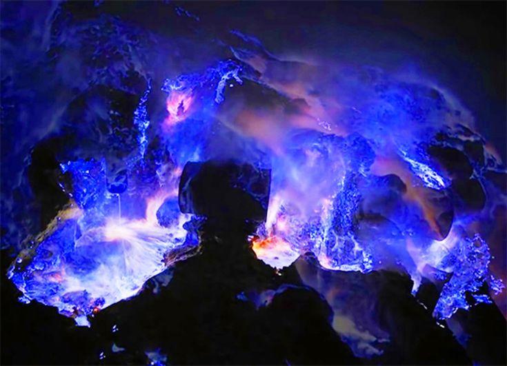 見どころがいっぱいあるインドネシアの中でも有名なイジェン火山。夜になると神秘的な青い炎をまとっており、非常に美しい景観が魅力です。しかし、実際に見に行くには注意すべき点も多くあります。詳しくチェックしてみましょう。