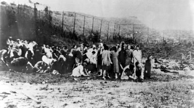 Niwemang: Nazi atrocities on Jewish women/Jewish women stripping b/f death in USSR in 1941