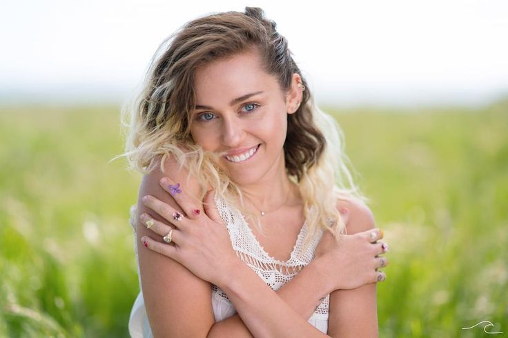 """1.5m Likes, 11.7k Comments - Miley Cyrus (@mileycyrus) on Instagram: """"2 exciting announcements! I will be joining #IHeartSummerWeekend in Miami @ z Fountainbleau June…"""""""