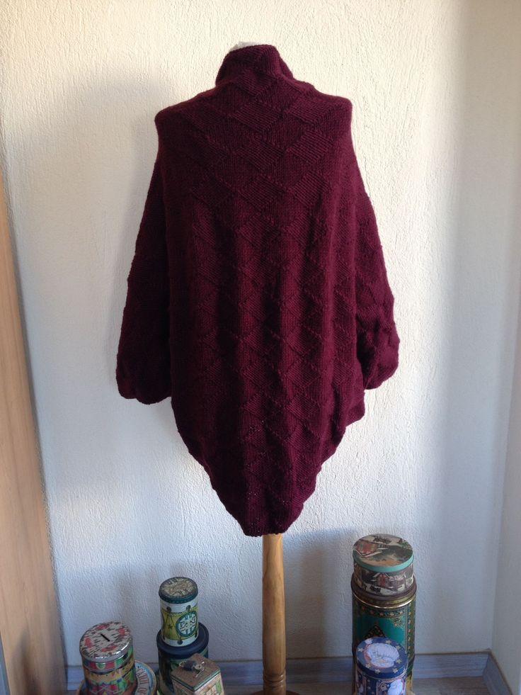 Kış geliyooor! Çok özel koleksiyonumuz 'Blind Knitting' tamamen elde örülüyor. Koleksiyonun her bir parçası ortalama 60.000 ilmek! Modern desenler ince el işçiliğiyle buluşarak deri detaylı minimal broşlarımızla tamamlandı. #örgü #moda #fashion #elyapımı #alışveriş #handmade #wool #yün #ilmek #hırka #ceket #tasarım #özelüretim #houtecouture #model #desen #sanat #avantgarde #trend #stil #gümüşlük #bodrum #knitting #elörgüsü #craft