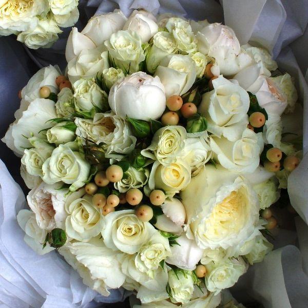 Bridal bouquet. For more wedding flower designs go to www.naomijones.com.au.