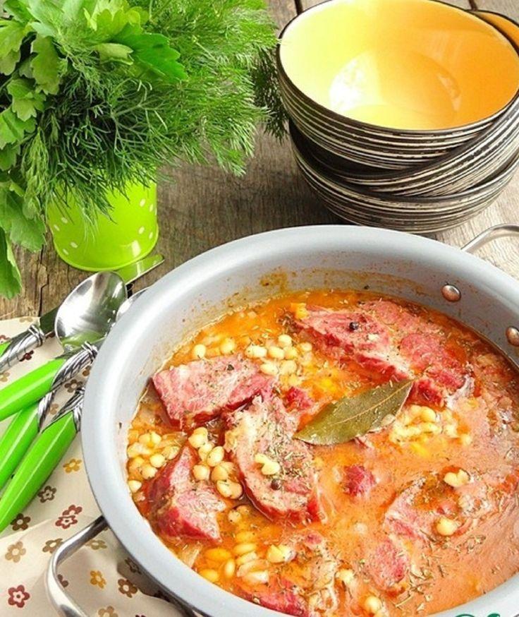 Mâncare de fasole cu carne de porc afumată - recomandăm aceasta rețetă foarte simplă si gustoasă! - Retete-Usoare.eu