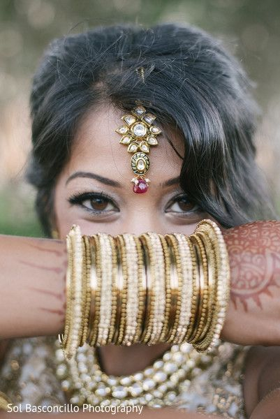 Indian bride showing her bangles and tikka http://www.maharaniweddings.com/gallery/photo/92808 @knscottweddings @arvingoel/indian-wedding-decorations-mandaps