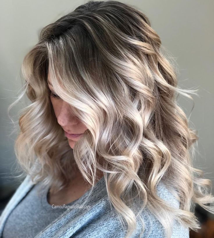 """4,954 mentions J'aime, 97 commentaires - Amy (@camouflageandbalayage) sur Instagram : """"Icy Blonde Contrast All teasing foils for the blonde and reverse balayage to break up her solid…"""""""