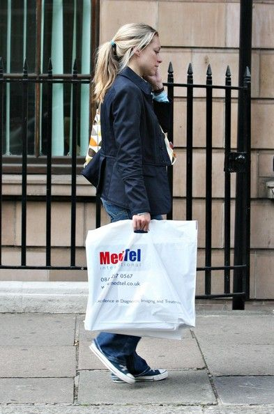 Sarah Alexander Photos - Sarah Alexander Leaving A Doctors Office - Zimbio