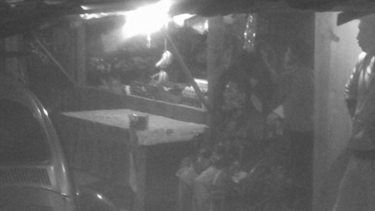 API ] CHILPANCINGO, Gro. * 30 de Mayo del 2017. Un hombre discapacitado fue atacado y asesinado a balazos la noche de este martes, dentro de su tienda en la colonia Cuernavaca de esta ciudad capital. Si cadáver quedó sobre su silla de ruedas. El ahora occiso fue identificado por sus familiares...