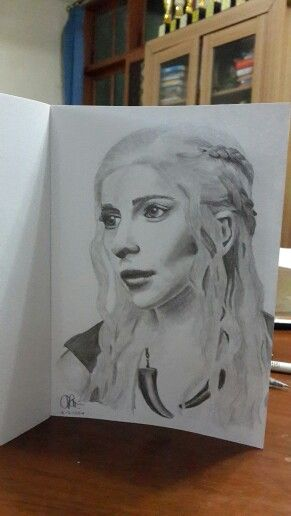 graphite pencil 2B and HB. #khaleesi #daenerys #targaryen #motherofdragon #gameofthrones #emiliaclarke ♡
