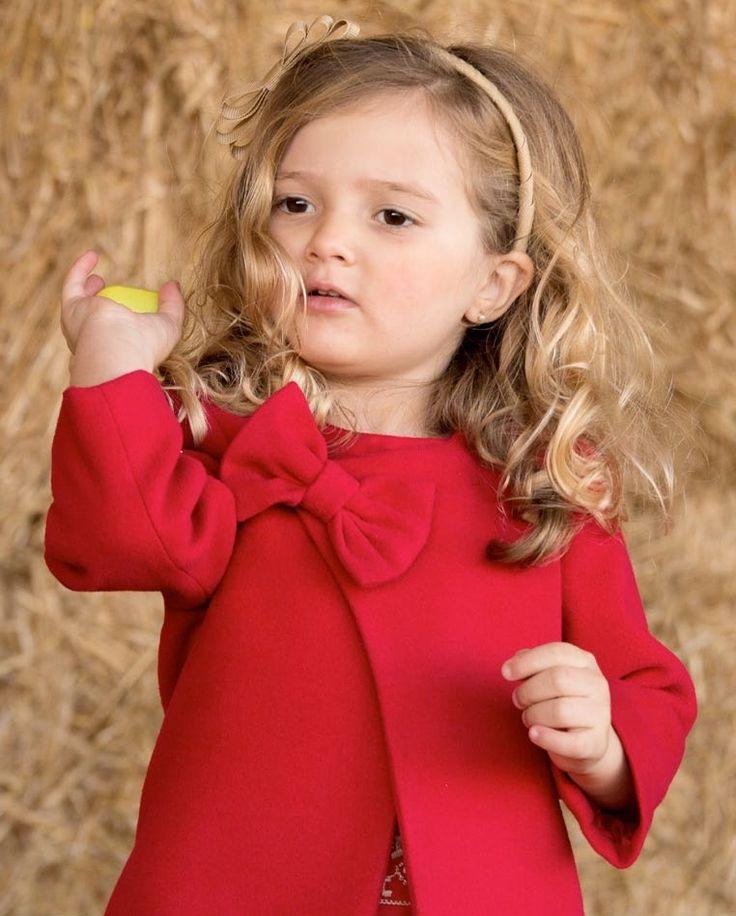 Precioso abrigo rojo de muflón para niña, ideal corte y lo mejor el precio http://www.cucubebe.com/292-abrigo-de-pano-rojo-para-nina.html