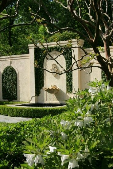 Co Co's Collection: Formal garden elevates small space # formal # garden # elegant # NOLA # Courtyard