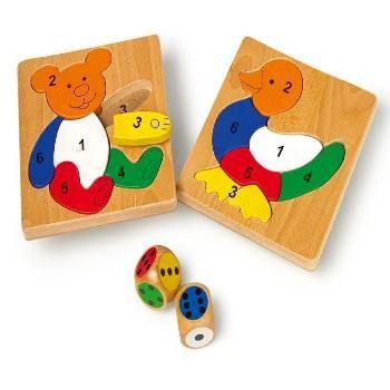 Houten speelgoed. Leuk spel met een dobbelsteen. Wie heeft het eerste zijn/haar bordje vol? 2 dobbelstenen en 2 massief houten puzzels in een houten kist.  Kinderen leren over vormen, kleuren en getallen op een speelse manier.