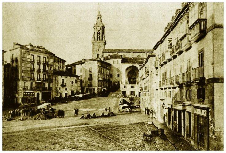 Plaza de la Virgen Blanca, en el año 1880