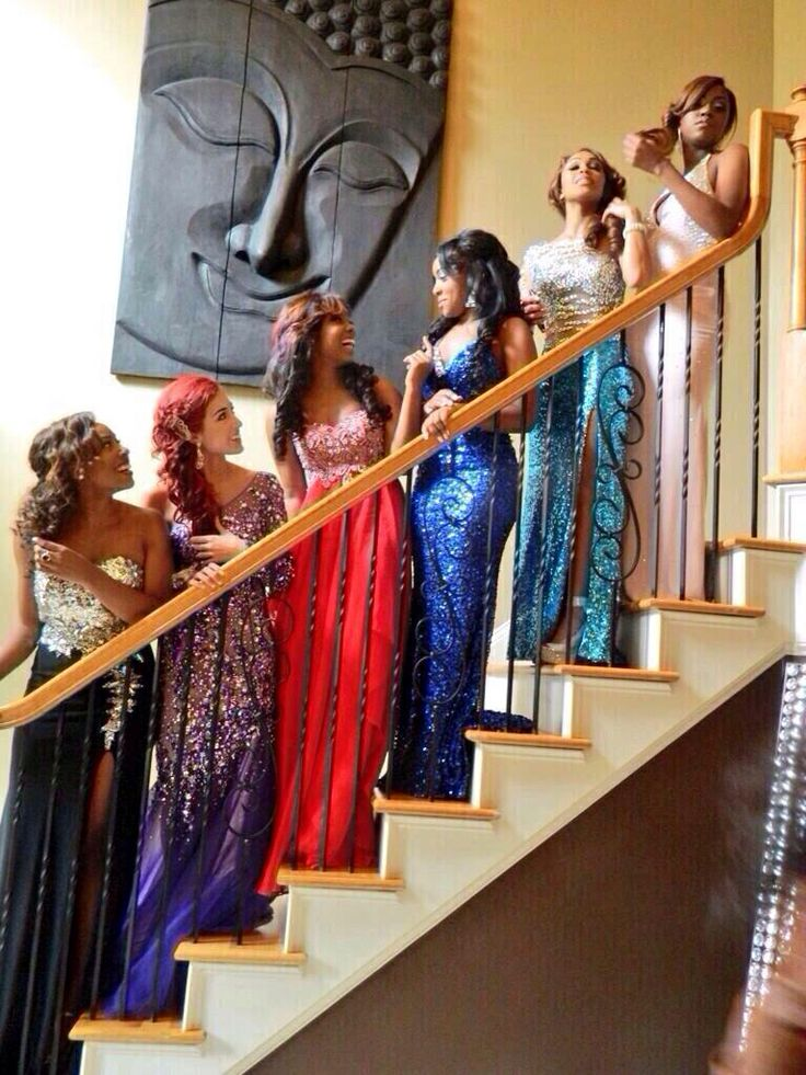 Prom pictures. I love this! So simple but so cute!