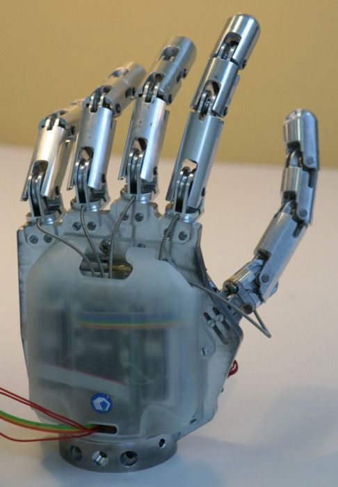 Robot Hand this is creepy but interesting! visit us @ www.dronecentre.com for more interesting stuff!