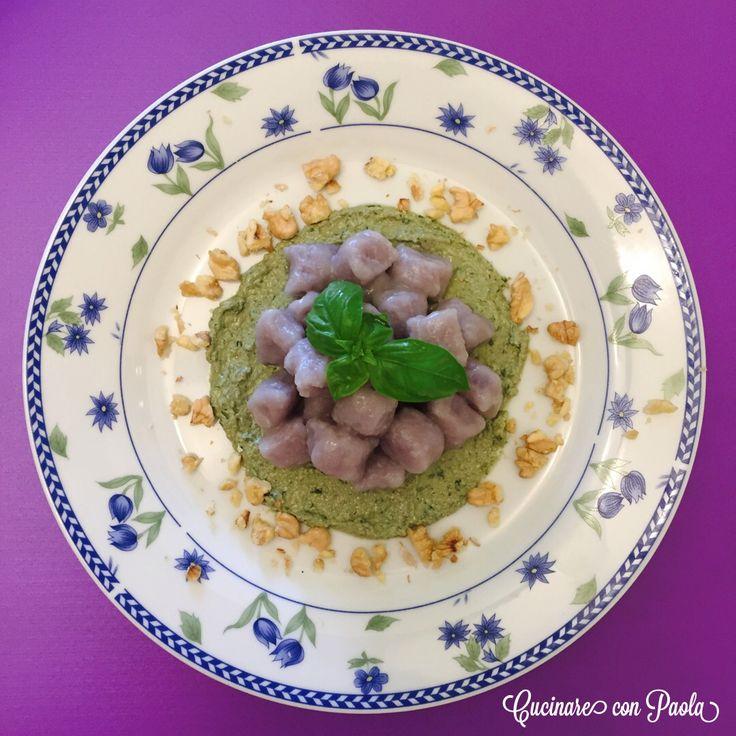 #gnocchi di #patate viola! Con crema di basilico, noci, olio e formaggio cremoso!