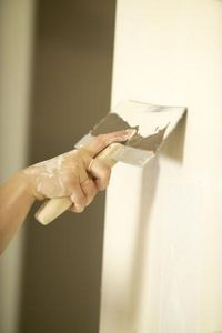 """DIY: Faux Plastering With Drywall Joint Compound - Tutorial (you can use this technique on an entire wall or just in a few areas to create an old world """"torn plaster-ish"""" look, then add a coat of sealer & sponge on some stain or a tinted glaze then reseal if desired)"""