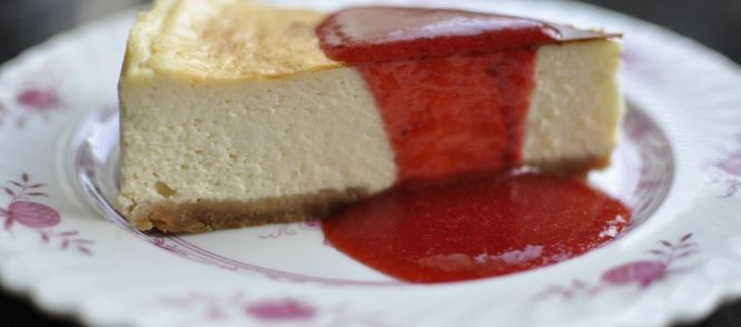 New York Cheesecake Met Aardbeiensaus (coulis) recept | Smulweb.nl