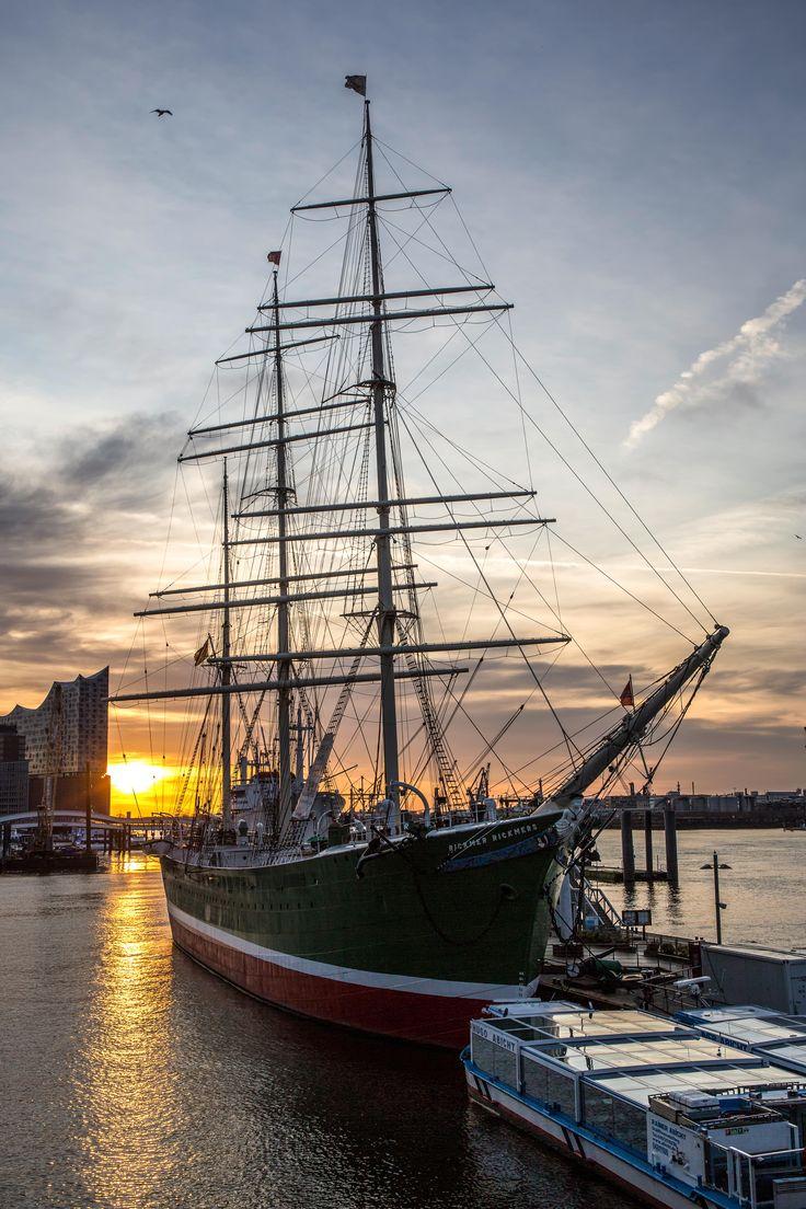 Rickmer Rickmers vor Sonnenaufgang | Bildschönes Hamburg