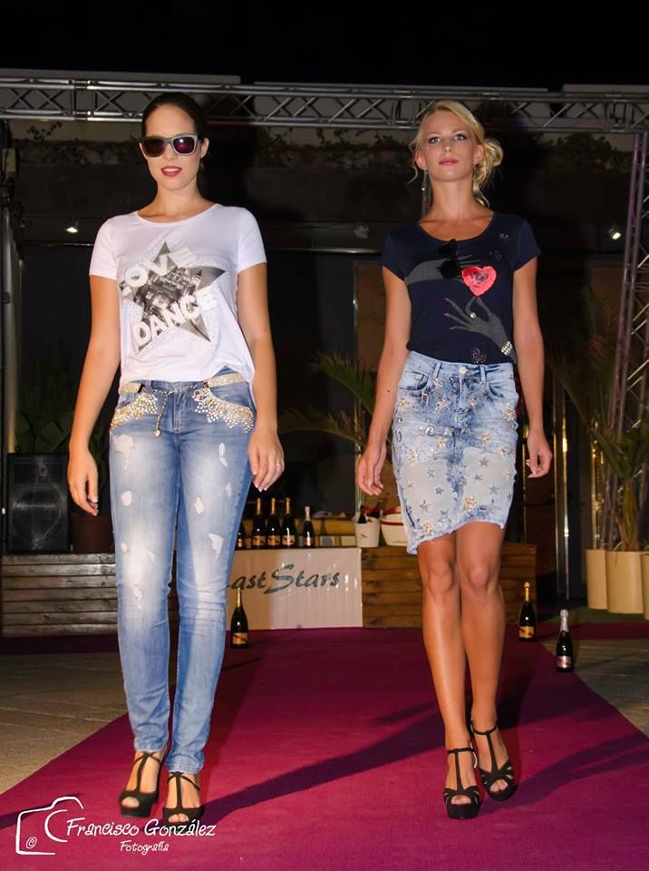 Gafas se sol Soniapew de madera de bambú, ecológicas y ligeras, con lentes polarizados-espejados, personalizadas en exclusiva para el evento Almeria Fashion Week 2015, candidat@s Miss &Mister Expresion