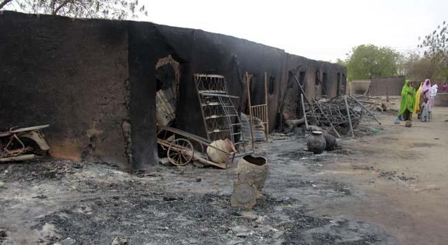 Nijeryalı bir güvenlik yetkilisi, Borno eyaletinin başkenti Maiduguri'nin güneyindeki Sambisa ormanlık bölgesinde silahlı grupların kamplarının bombalandığını, saldırıda 21 kişinin yaşamını yitirdiğini söyledi. #nigeria