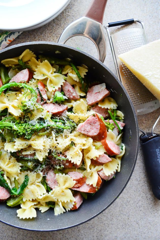 Broccoli Pasta with Kielbasa comes together with ingredients probably already in your kitchen. How great is that?