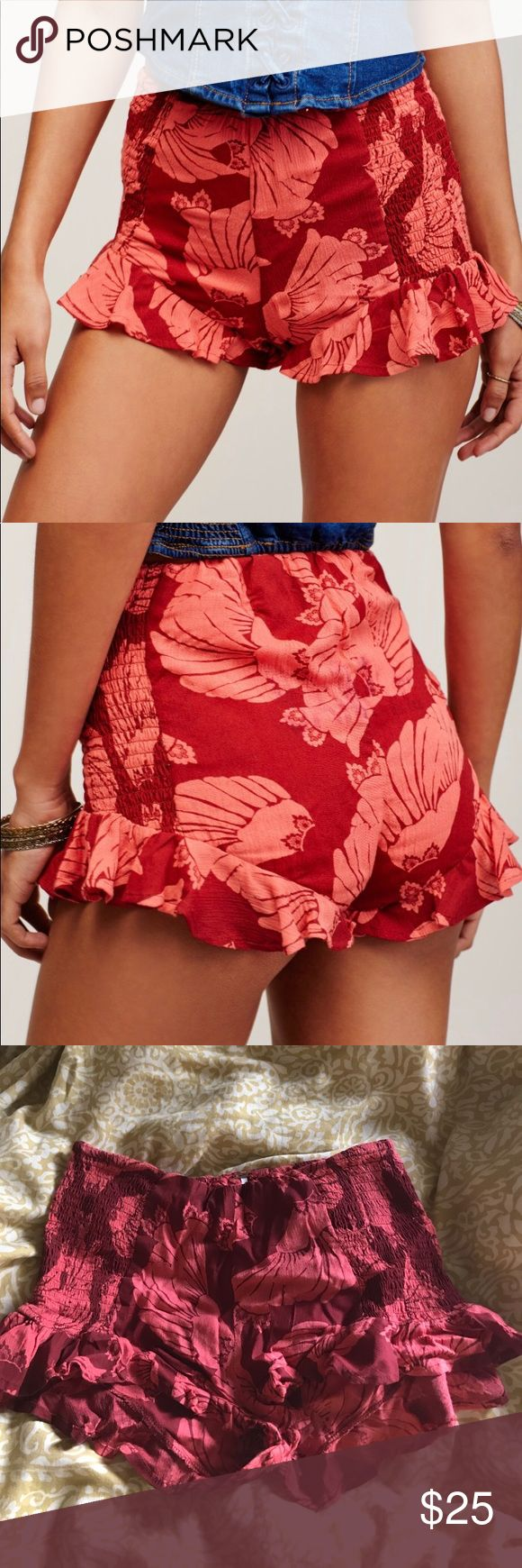 FREE PEOPLE - Merpati Shorts - super cute - New w/o tags - very flattering  - Elastic top + sides Free People Shorts