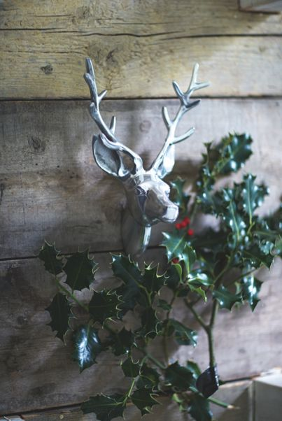This aluminium stag's head will make a great festive feature in the home this Christmas.