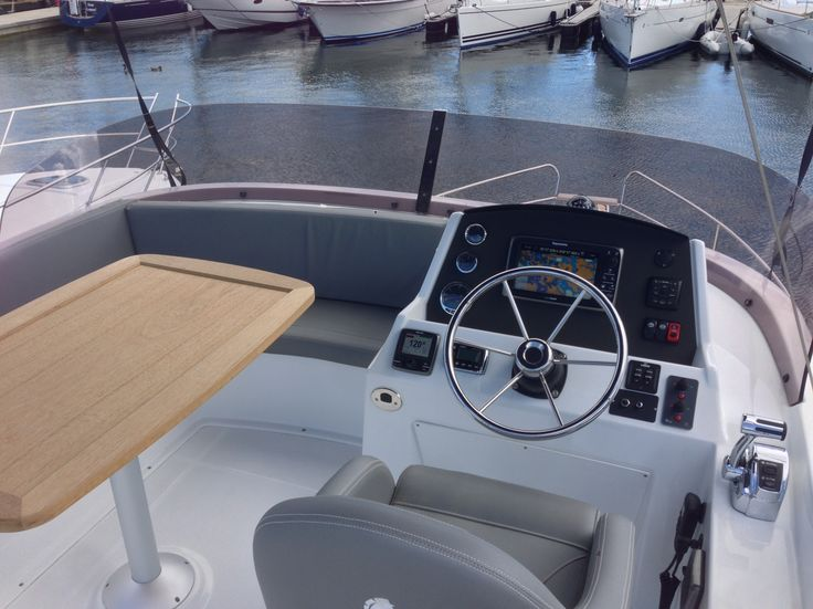 Swift Trawler 34 FLY - Demobåt 2014 | Beneteau motorbåtar