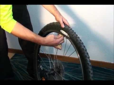 ¿Cómo se cambia la cámara de una bicicleta?