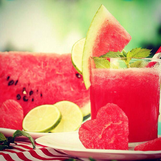 Maak nu deze overheerlijke watermeloen smoothie! Bekijk het recept via deze link: http://mysmoothie.nl/recepten/fruit