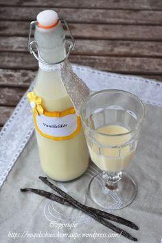 Seit längeren wollte ich mich mal an die Likör herstellung ran wagen. Dies ist meine Variante von einem Vanillelikör. sahniger Vanillelikör Zutaten: 150 g weiße Kuvertüre 80 g Zucker 1 Ei 1 Vanille...