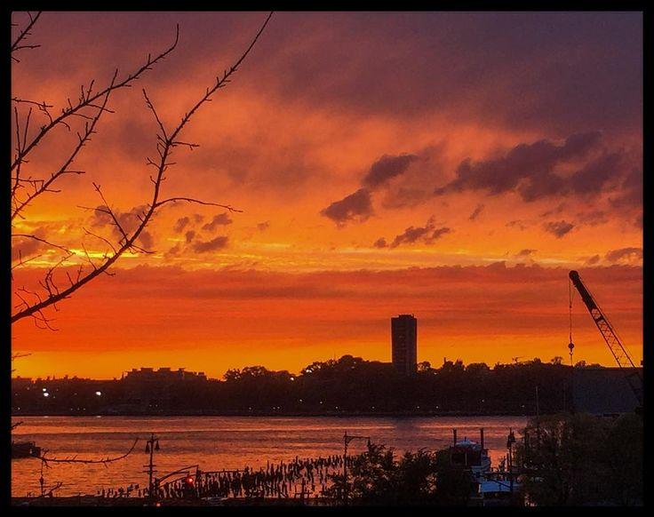 Carol Julien | Instagram | Cool #sunset tonight! #Chelsea #NewYorkCity #HudsonRiver #photography